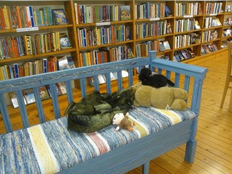 Myssoffan på Runstens bibliotkes barnavdelning, en plats för sagor och äventyr.